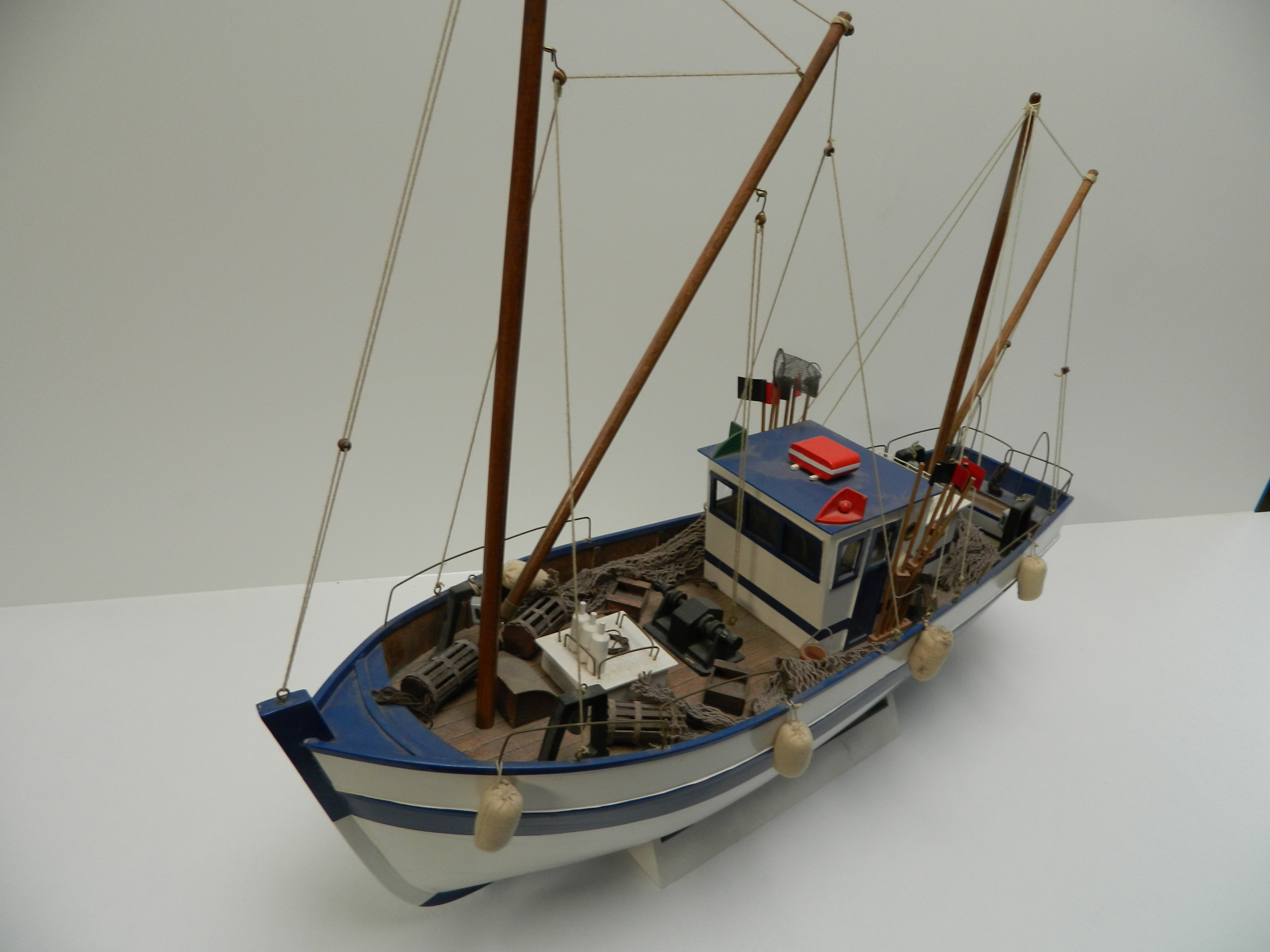 Chaulutier fishing boat howes models radio control for Model fishing boats